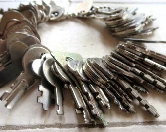 50 Bargain priced keys Vintage flat keys Artist supply keys Small keys Old and odd flat keys Cheap keys Destash keys Lots of keys #1