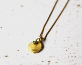 14 Karat Gold Round Pendant With a Tiny Emerald Pendant / 14k Gold Pendants / Emerald Gold Necklace / Emerald Pendant / Emerald Charm