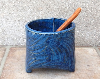 Sauce condiment sugar bowl textured stoneware handmade pottery ceramic tripod 3 three feet footed