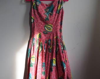 1950s Pink Tropical Drum Print Hawaiian Tiki Sleeveless Sun Dress