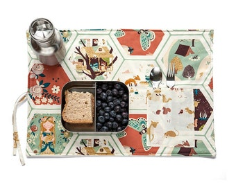 Forest Placemat with raccoons, foxes, deers for girls. Placemat in organic cotton with tree house and backyard animals.