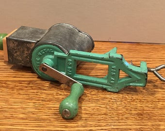 Vintage Lorraine Metal MFG Co Food Grater Green NY USA