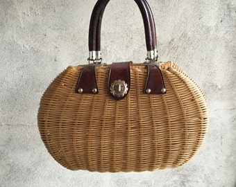 Vintage woven straw purse with leather handles, 1950s wicker bag, standup purse, 1960s straw handbag, wicker picnic bag, summer wicker purse