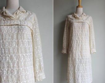 SALE FINAL SALE Vintage Handmade Floral Embroidered Ivory Shift Dress - Medium