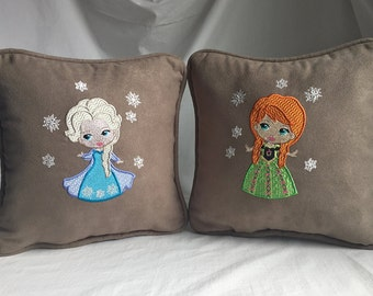 "Set of 10""x10"" pillows, embroidered with Frozen characters, Anna and Elsa"