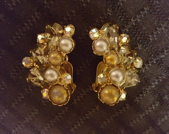 Vintage Gold and Pearl Garne Clip-on Earrings