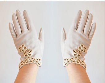 30% OFF storewide // Vintage made in ITALY leather embroidered gloves