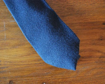 Minimalist 1980s 80s necktie tie navy blue Macy's