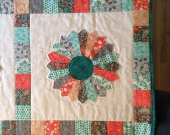Dresden flower quilted throw