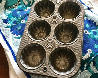 Vintage Fluted Muffin Tin / Muffin Pan / Retro Bakeware / Vintage Mold