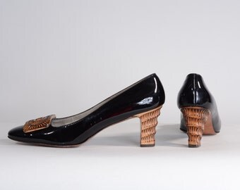 Vintage 1960s Black Patent Shoes - Carved Wood High Heels - Size 8 N or 7