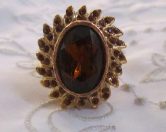 Vintage Gold Tone Ring with Large and Tiny Honey/Brown Faceted Oval Rhinestones That Opens for Perfume
