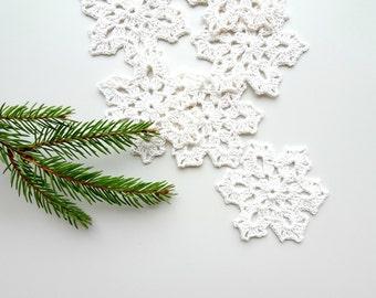 Old white snowflake decorations - Christmas ornaments - white snowflakes applique -Christmas embellishments - cotton snowflakes - set of 6