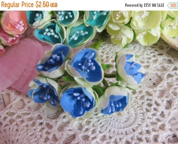 ON SALE Petite Rollo Cabbage Roses in Blue-1 bunch