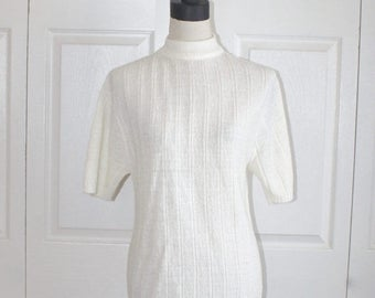 50% OFF SALE 1960s Ivory Knit Sweater . Vintage 60s 70s Turtleneck Light Weight  Acrylic Short Sleeve Pullover Sweater . Size Medium Large