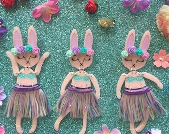 Pastel Grass Skirt Hula Dancer Bunny Bunny Buddy Brooch
