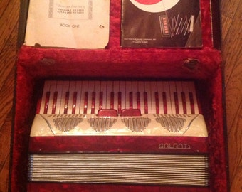 Vintage 1950's Galanti Italy Accordion 120 Featherweight Alligator Leather Case 41 Note