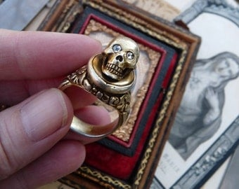 Antique Memento Mori Skull Ring, Doctors Skull Ring, An Alchemical Talisman, offered by RusticGypsyCreations