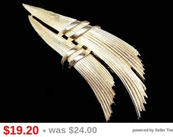 Trifari Gold Tone Brooch - Abstract Striped Swoosh Feathers - High Polished Mid Century 1960's Vintage Designer Signed Jewelry