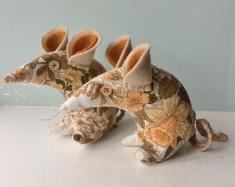 Edith - catch a  country  Mouse! in shades of brown and peach floral Vintage Fabric