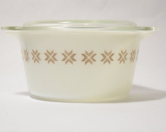 Pyrex brown nesting bowl with lid