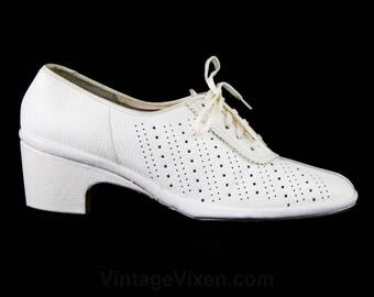 Size 6.5 White Shoes - Unworn 1960s Oxfords with Piercing Broguing & Lace Up - Pure White Leather Pumps - 1940s Look 60s Deadstock - 48127