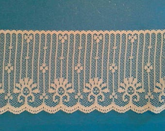 Natural Color Flat Scalloped Lace Sewing Trim 5 Yards by 2 1/2 Inches Wide L0595S