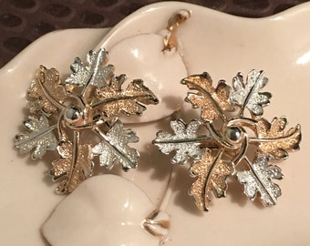 Vintage Sarah Coventry Silver and Gold tone Leaves on a clip earring
