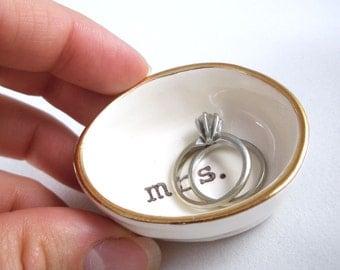 WEDDING GIFT IDEA for mrs. | last minute gift | winter wedding gift | bridal shower gift | white ceramic ring holder with gold rim