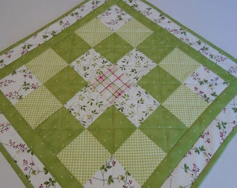 Quilted Table Topper in Green and White, Floral Table Quilt, Quilted Table Runner, Cottage Chic Table Topper, Quilted Candle Mat, Mini Quilt
