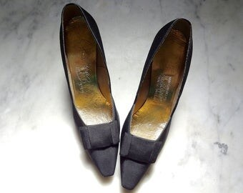 Vintage 1950s-60s Kitten Heels - black silk pumps - dress shoes size 8.5 AAA