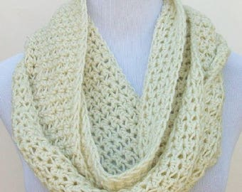 Crochet Infinity Scarf, Cream Handmade Crochet Scarf, Crochet Scarf, Handmade Scarf, Crochet Neck Warmer, Cold Weather Scarf ..