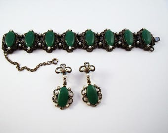 Green and pearl chunky cabochon bracelet and earring set.