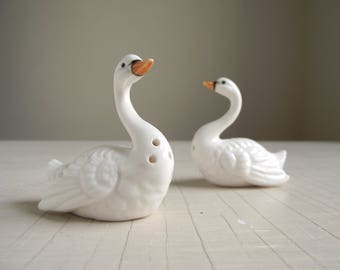 Vintage Swan Salt & Pepper Shakers , White Bone China Bird Shakers , Japan Made Swimming Swan Shaker Set , Cottage Chic
