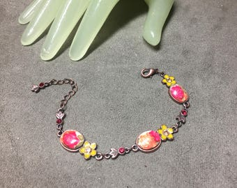 "Vintage 7 1/2"" Dark Goldtone Yellow Pink Floral Red Rhinestone Accented Bracelet"