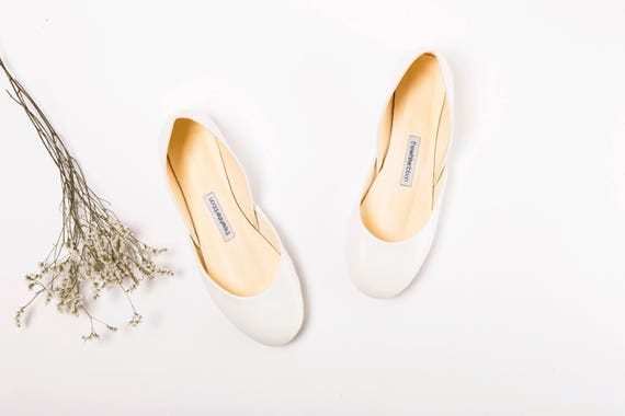 White Bridal Ballet Flats | Ballerina Flats | Dance Shoes | Wedding Shoes in Creamy White | Light Ivory
