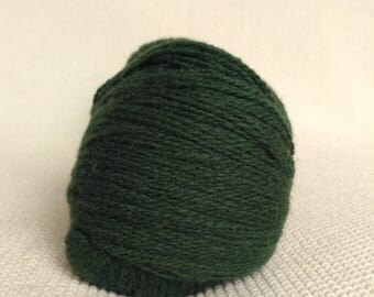100% Wool Yarn, dark green , Fingering 2ply, dk, Mega-Yardage