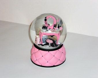 Victoria's Secret Beauty Ball Musical Glitter Snow Globe La Vie en Rose