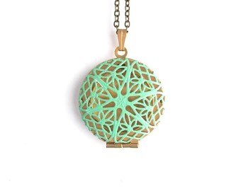 The 'Paige' Locket in Spring Green 1216-0009