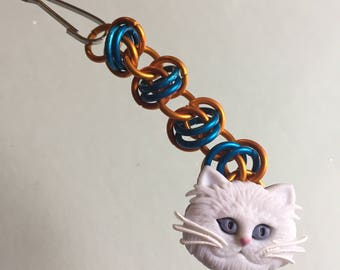 Chainmaille zipper pull with cat face button