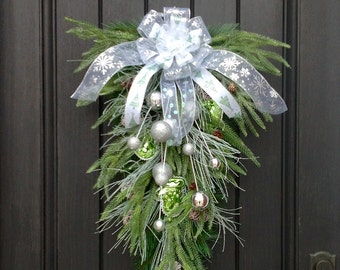 Christmas Wreath-Winter Wreath- Holiday Decor- Vertical- Teardrop Wreath- Door Swag Decor-Holiday Season-Mitten Ornament-Artifical Materials