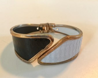 Vintage Mid Century Black and White Bypass Clamper Hinged Bracelet