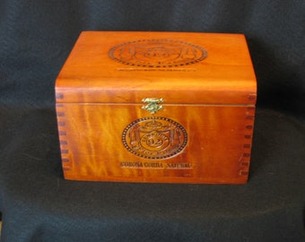 Wood Vintage Remedios 92 Flor Fina Cigar Box