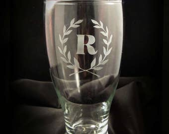 Personalized Monogrammed Pilsner Glasses - Set of 2 - Personalized Pilsner Glasses in Laurel Leaf Frame - Gift for the Couple
