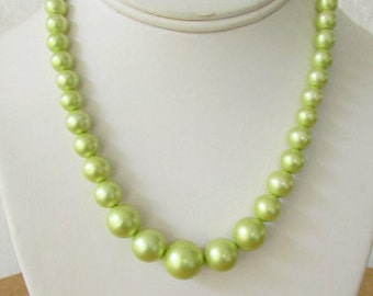 vintage 40s light green faux pearl necklace with extender