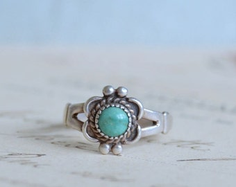 Vintage Sterling and Turquoise Ring - Size 6