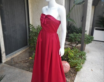 Vintage 1960's Magenta Strapless Evening Dress - Size 2