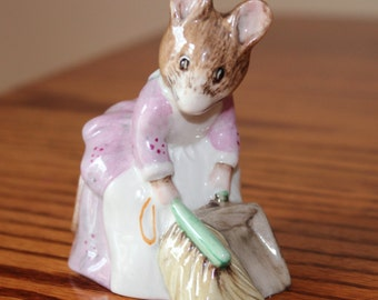 Beatrix Potter Hunca Munca Sweeping Royal Albert 1977 Figurine