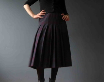 70s 80s Plum Berry Plaid Wool Flannel Pleated Midi Skirt Small