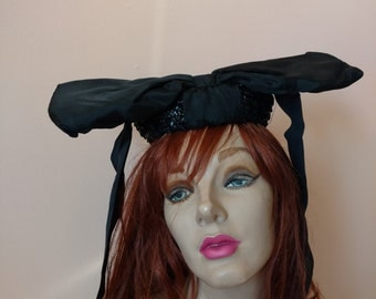 Surreal 1930s 1940s Propeller Bow Ribbon Moire Straw Fascinator Hat